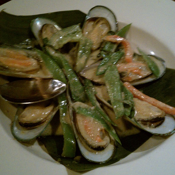 Mussels With Green Curry @ Colonial Quy-Bau