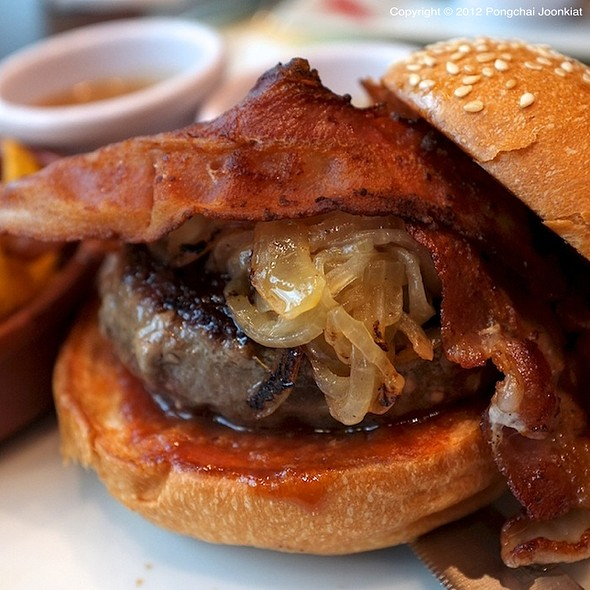 Hippo Bacon Burger @ Hippopotamus Restaurant Grill