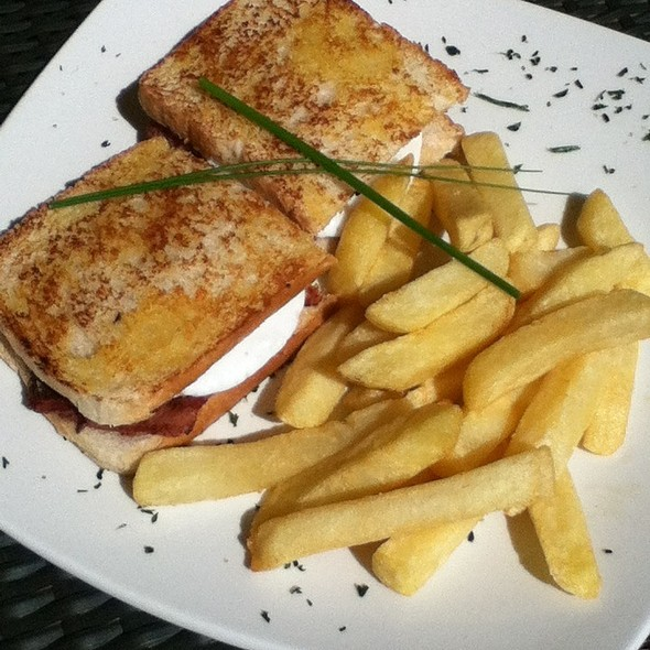 Toasted Egg & Bacon @ Papachinos Fourways