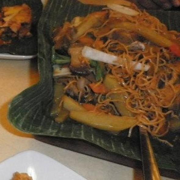 Pancit Lucban @ Buddy's Restaurant