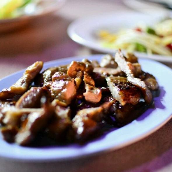 เนื้อย่าง (Grilled Beef) @ ลาบร้อยเอ็ด / Larb 101