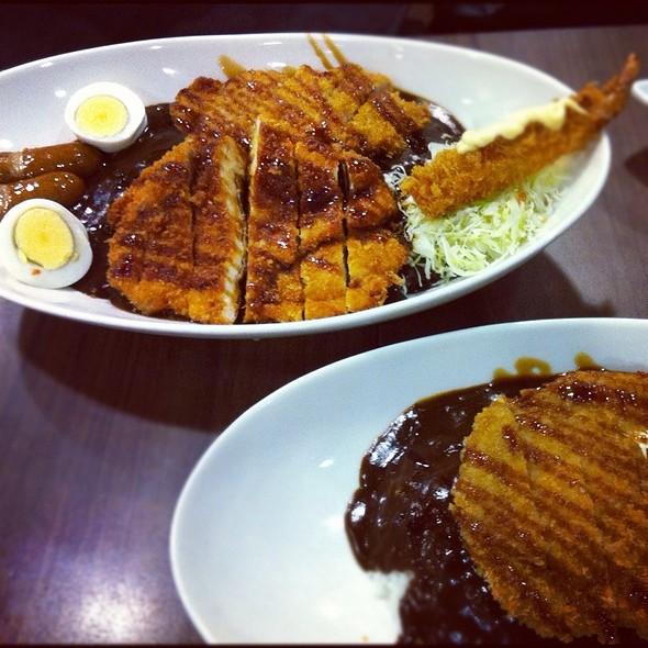 combo set : curry rice with chicken katsu and ebi furai @ Go! Go! Curry!