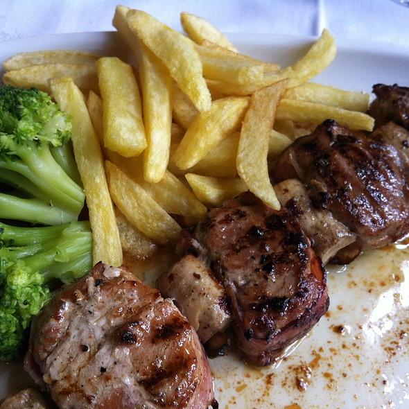 Espetada de lombinhos com bacon e cogumelos @ Restaurante A Gôndola