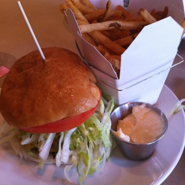 AAAmazing Burger - Single @ Burger Bar & Bistro