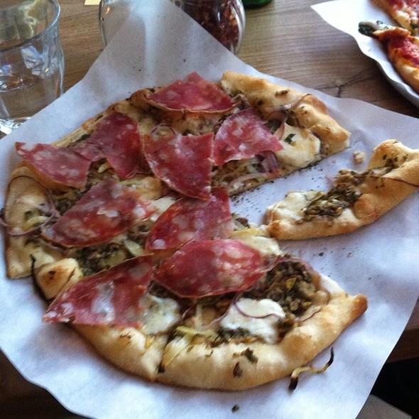 Salami pizza @ Pizzetta 211