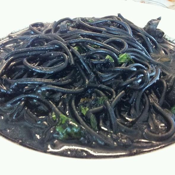 Very Black Spaghetti  @ Chef Thanom ท่าเรือ