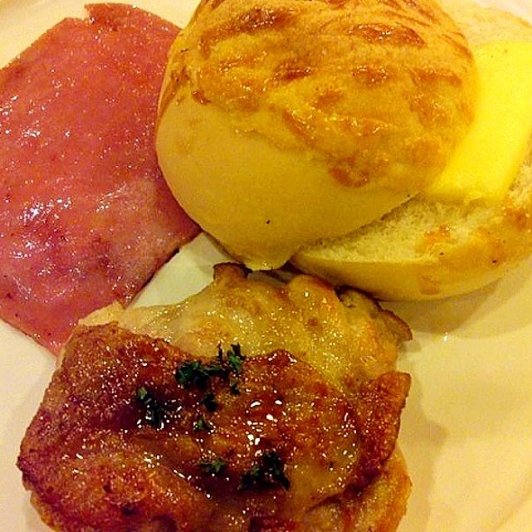 Grilled Chicken Chop And Ham Breakfast Set @ Cafe De Coral 大家樂