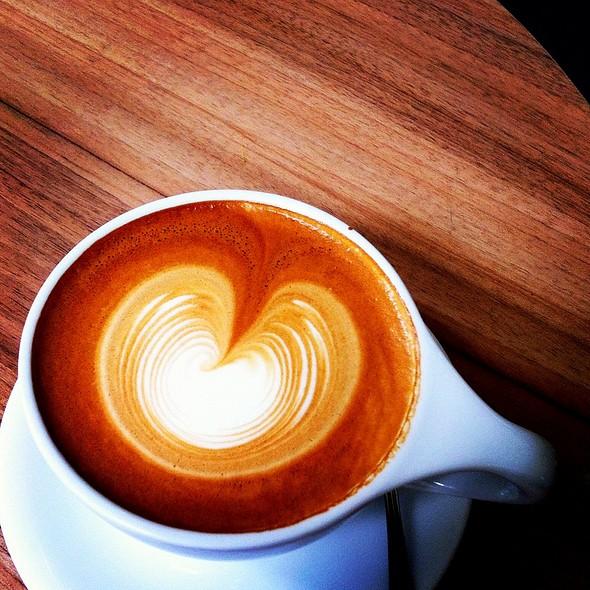 Flat White @ Jewel Cafe