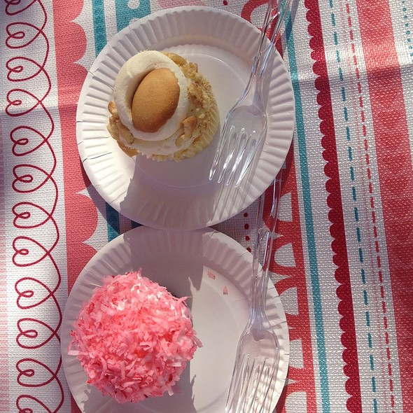 Cupcakes @ Plant City Downtown Farmer's Market