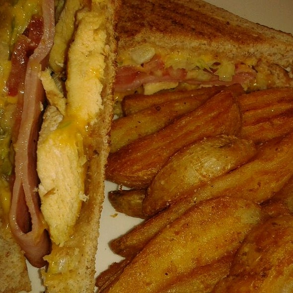 Club Sandwich @ Mi Casa En Angostura