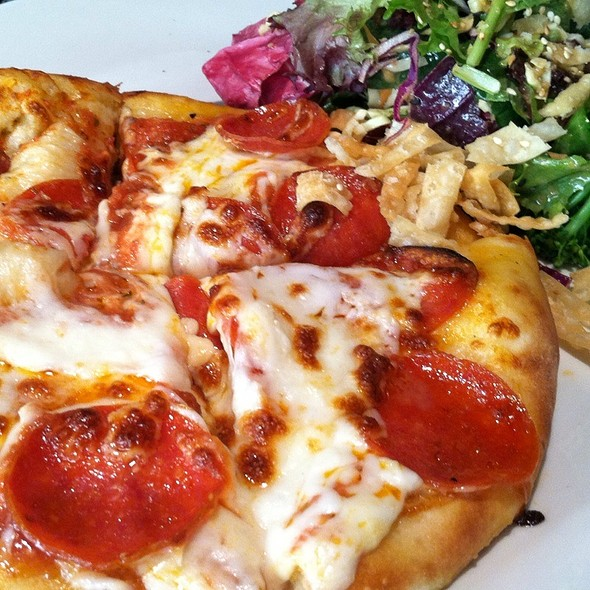 Pepperoni Pizza @ Yard House Pasadena