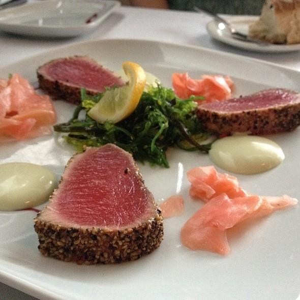 Tuna tataki @ Martin's Restaurant