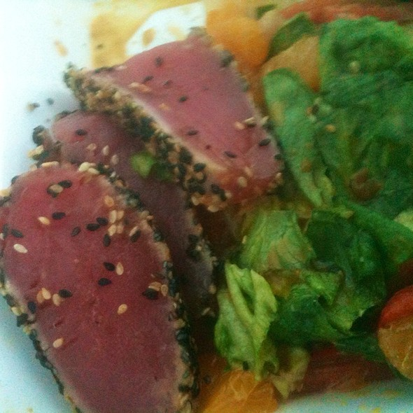 Sesame Encrusted Seared Tuna @ Champps Americana
