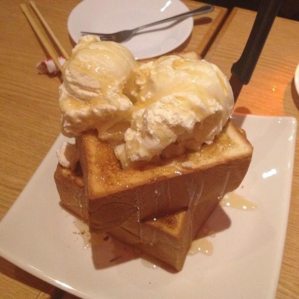 Honey Toast with Ice cream @ Shokudo Japanese Restaurant & Bar