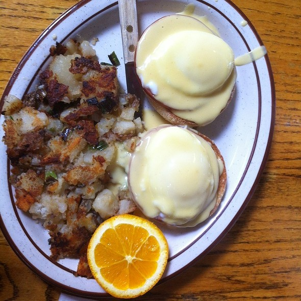 Eggs Benedict @ Omelette Express