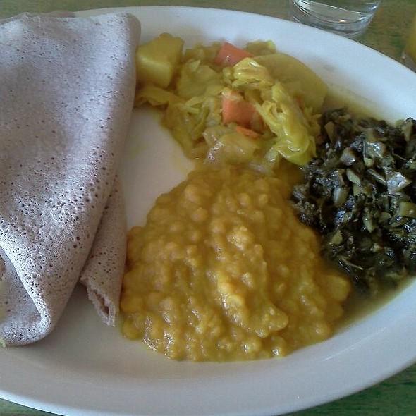 Gomen, Tikil-Gomen, Kik & Injera @ Cafe Desta
