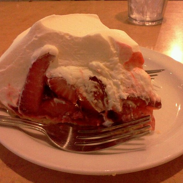 strawberry pie @ Original Hick'ry Pit