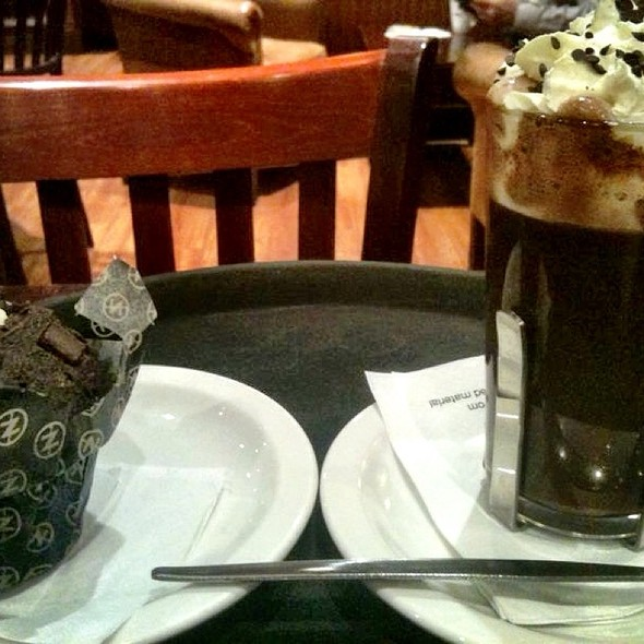 Hot Chocolate @ Cafe Nero