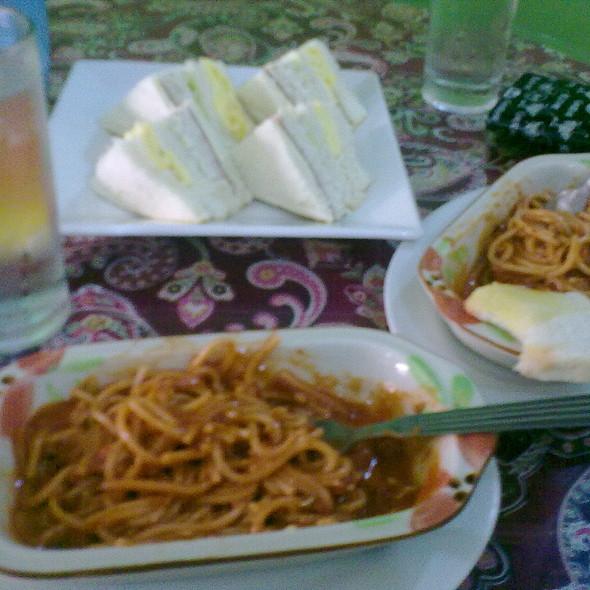 spaghetti and club house sandwich @ Spaghetti House