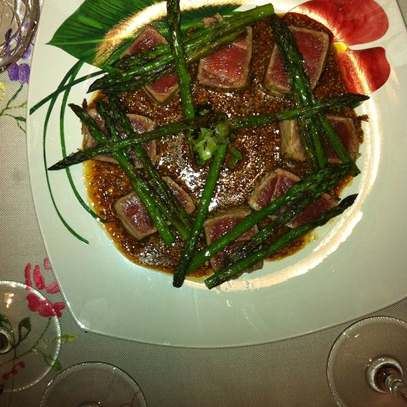 Tataki de Atún Rojo con salsa MATSUMISHA y espárragos @ Gourman