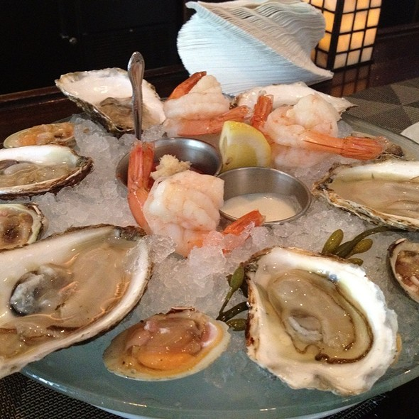 Oysters, Little Neck Clams And Shrimp @ Mill's Tavern Restaurant