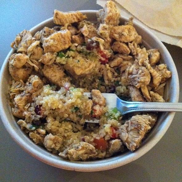Quinoa Salad With Chicken @ Nanoosh