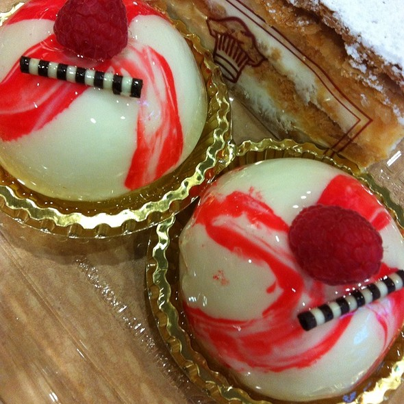 Italian Cheesecake @ Porto's Bakery