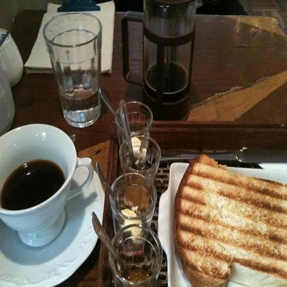 Café Maragogipe E Brioche Com Geleias @ Coffee Lab Fradique Coutinho