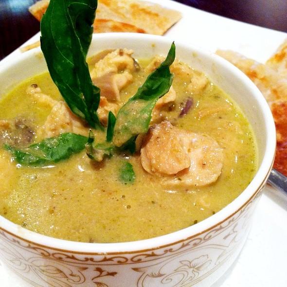 Green Curry Roti @ ELEPHANT JUMPS Thai Restaurant