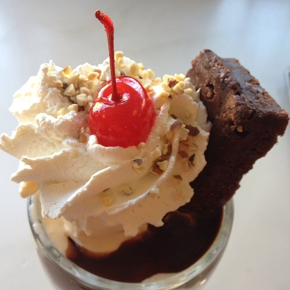 Brownie Sundae @ Ghiradelli Icecream Shop