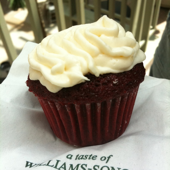 Red Velvet Cupcakes @ Williams-Sonoma