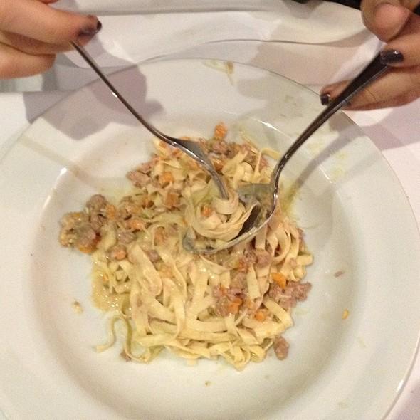 Pasta Com Ragu Alla Bolognese