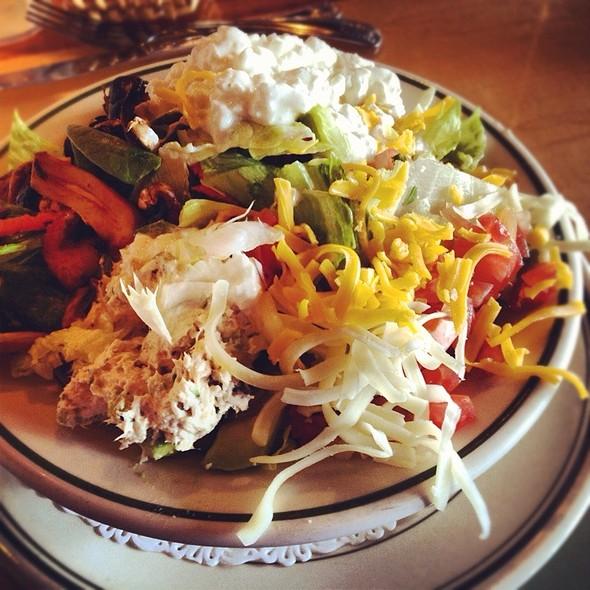 Surfer Salad @ Woody's Diner