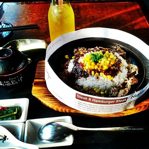 ข้าวเนื้อผัดพริก | Stir Fried Beef and Chili Peppers with Rice