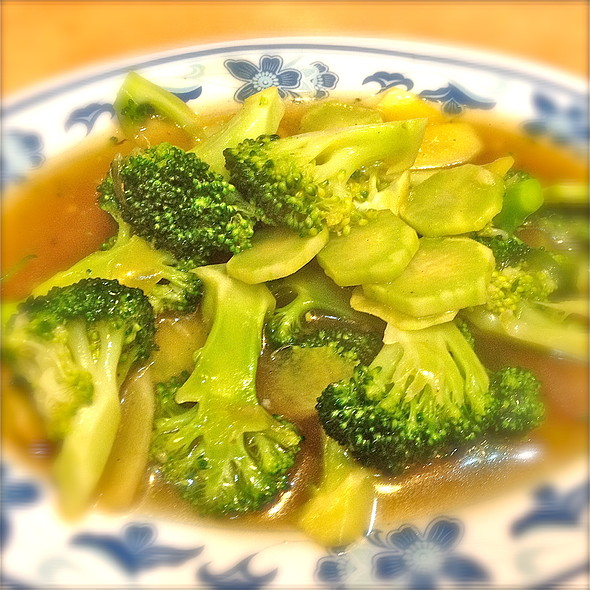 Broccoli With Garlic @ Sakura Cuisine (S) Pte Ltd