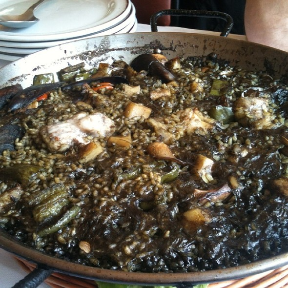 Arroz Negro (black squid ink paella) @ Restaurante El Avión