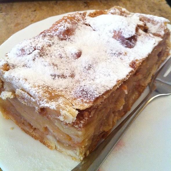 Apfelstrudel @ Cafe Tirolerhof