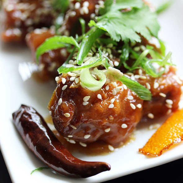 General Tso's Wings @ Lounge 47