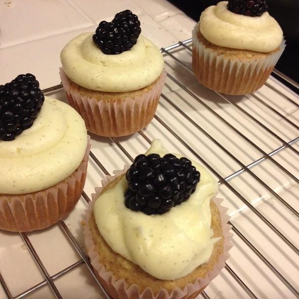Vanilla Bean Cupcake With Blackberry @ My Kitchen