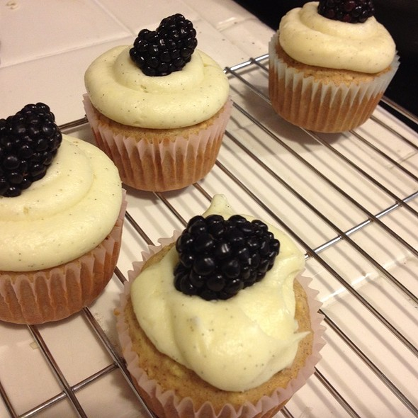Vanilla Bean Cupcake With Blackberry @ My Kitchen