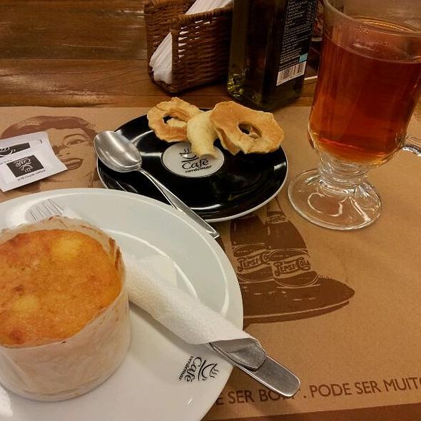 Chá Alemão E Broa De Milho
