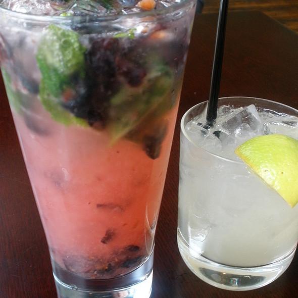 Blueberry mojito @ Trappeze Pub