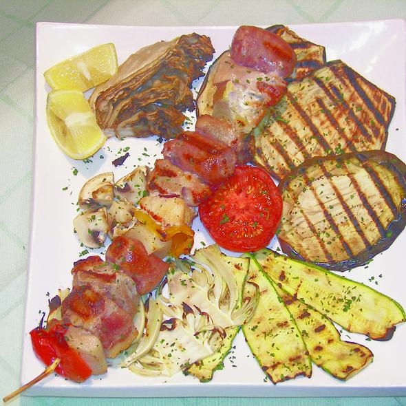 Spiedino di carne con verdure @ Ristorante Pizzeria 2020