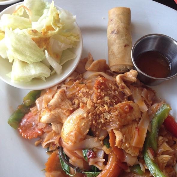 Drunken Noodles With Chicken - Lotus Thai - Downtown, San Diego, CA