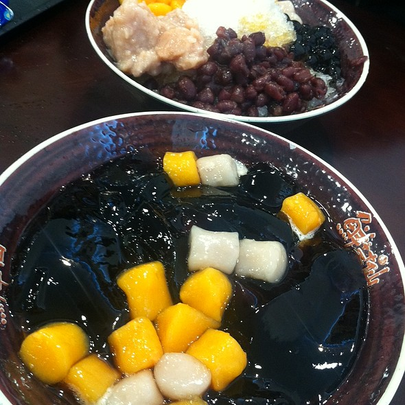 Grass jelly with taro balls @ Meet Fresh