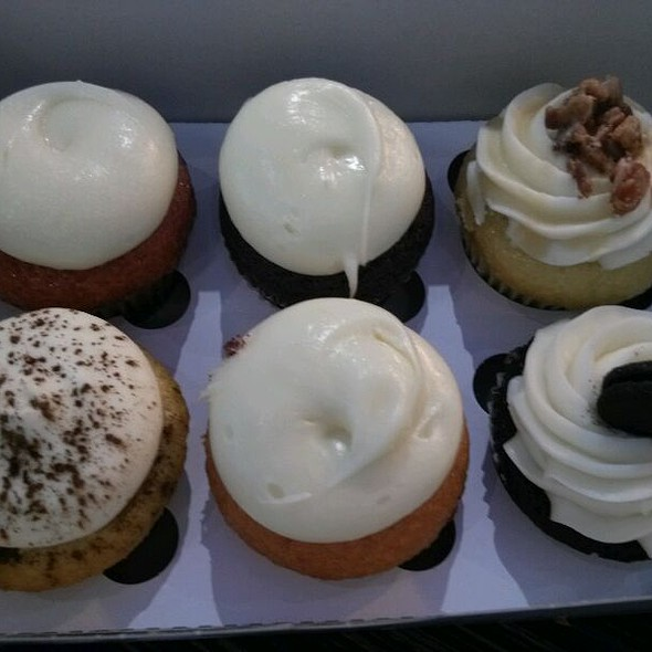 Assorted cupcakes @ Cako Bakery