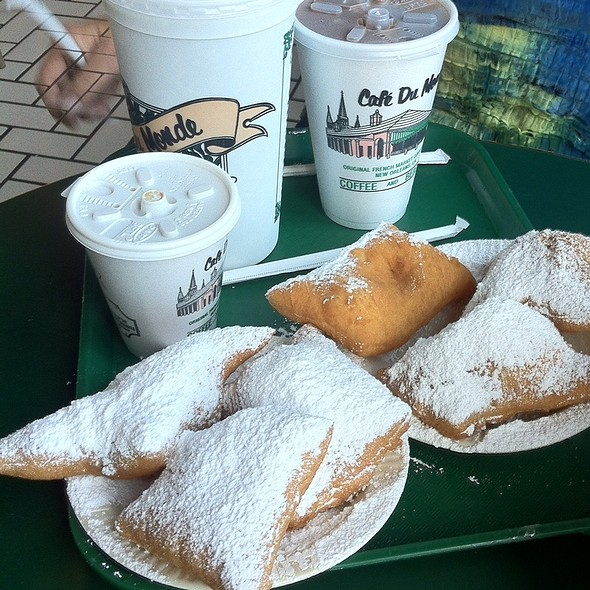 Beignets & Coffee With Chicory @ Cafe Du Monde