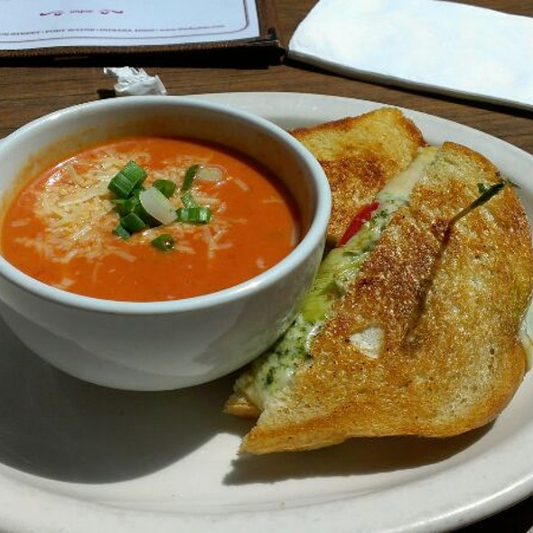 Pesto Grilled Cheese With Tomato Bisque @ The Dash-In