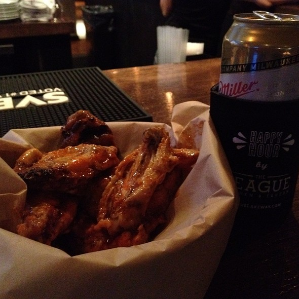 Buffalo Wings @ The League Kitchen and Tavern