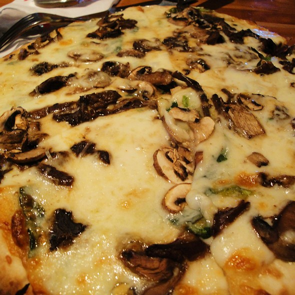Mushroom Pizza @ Picazzo's Pizza Flagstaff
